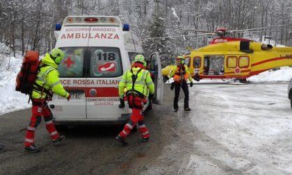 Snowboarder muore cadendo dalle rocce
