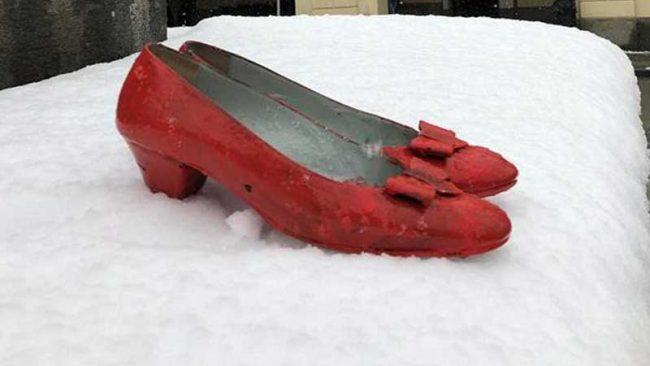scarpe rosse, delitto barge, violenza sulle donne