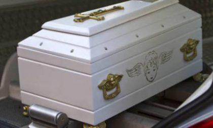 Ucciso a quattro mesi da un rigurgito, addio al piccolo Thomas