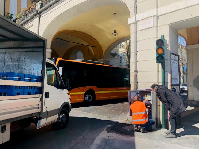 Entrati in funzione i due semafori in Piazza Galimberti a Cuneo