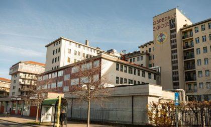Cade dal sesto piano dell'Ospedale di Cuneo, vani i tentativi per salvarla