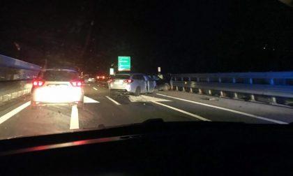 Autostrada A33, quattro auto coinvolte, cinque le persone ferite