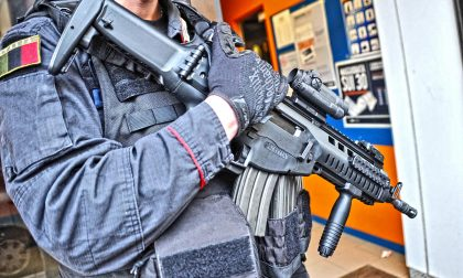 Tre colpi di pistola in strada a Torino
