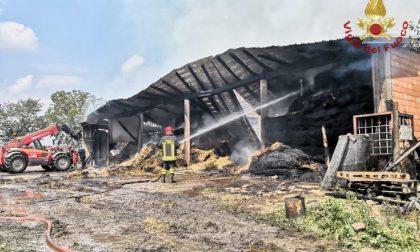 Incendio in un deposito agricolo