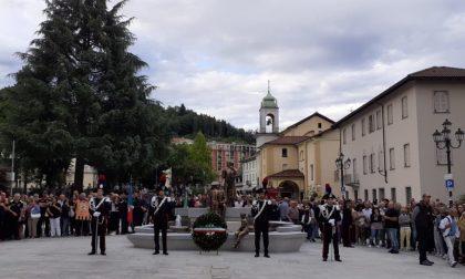 Anche Sgarbi e Salvini all'inaugurazione della fontana contro la mafia a Borgosesia