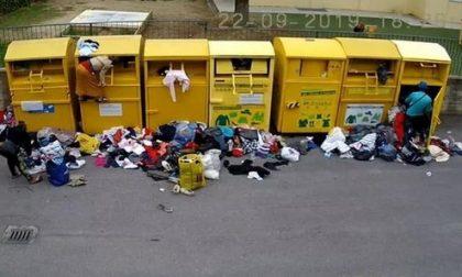 Rubano nei cassonetti di abiti usati a Dogliani, denunciati in sette