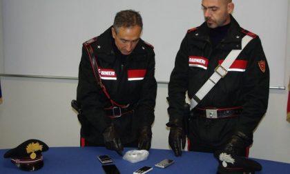 Mercato della cocaina in casa. Ragazza albanese dallo spaccio alle manette