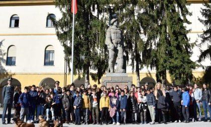 Cento studenti cuneesi visitano la caserma della Guardia di Finanza