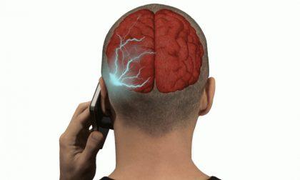 """""""Il cellulare può provocare tumori al cervello"""", la sentenza del Tribunale di Torino"""