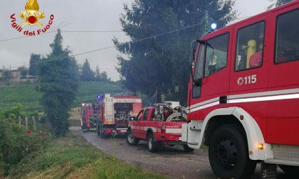 Incendio in un deposito di attrezzi, i soccorsi