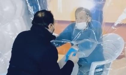 """Il toccante video di Cirio nella """"Stanza degli Abbracci"""" con il signor Matteo"""