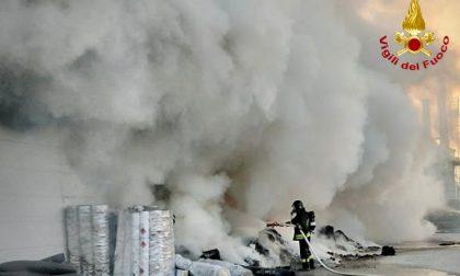 Mondovì, fiamme divampate nella mattina in un magazzino all'aperto