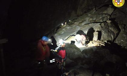 Recuperato nella notte lo scalatore caduto per una decina di metri in val Maira