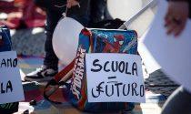 Giovani studenti e genitori uniti in piazza a Cuneo per dire no alla Dad
