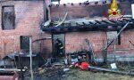 A fuoco nella notte intera abitazione di Chiusa Pesio, illesa la famiglia e cani salvati dai pompieri