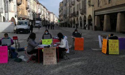 Studenti e insegnanti fanno lezione nel centro storico di Cuneo