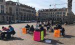 Gruppo di studio in piazza Galimberti per protestare contro la Dad
