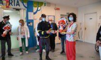 La Polizia di Stato consegna uova di Pasqua ai bimbi dell'ospedale di Savigliano