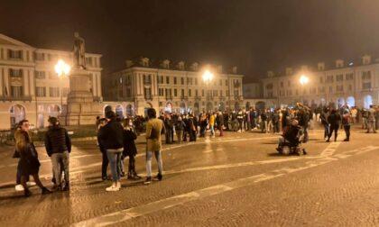 Manifestazione non autorizzata a Cuneo dopo le 22 contro il coprifuoco, 300 persone indagate