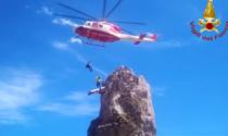"""Escursionista bloccato lungo la via ferrata di """"Valletta"""", il video del salvataggio in elisoccorso"""