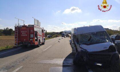 Schianto tra furgoni in Tangenziale ad Alba: muore giovane di 21 anni