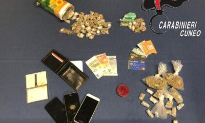Droga self-service: arrestato spacciatore che la nascondeva in un cartone da succo di frutta