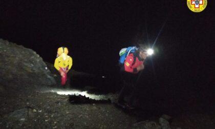 Zio e nipote bloccati di notte in alta Val Maira a quota 3000 metri: le foto dei soccorsi