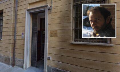 Prof di Cuneo sospeso perché senza Green Pass: fa lezione fuori dalla sua scuola