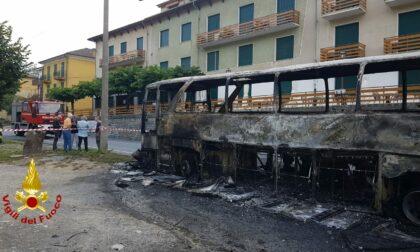 In fiamme un autobus sul Colle di Nava: autista mette in salvo i passeggeri