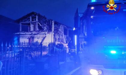 Esplode palazzina per una fuga di gas a Rossana: il video dei soccorsi