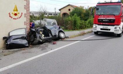 Si schianta con l'auto contro un muro: morto 47enne a Pianfei